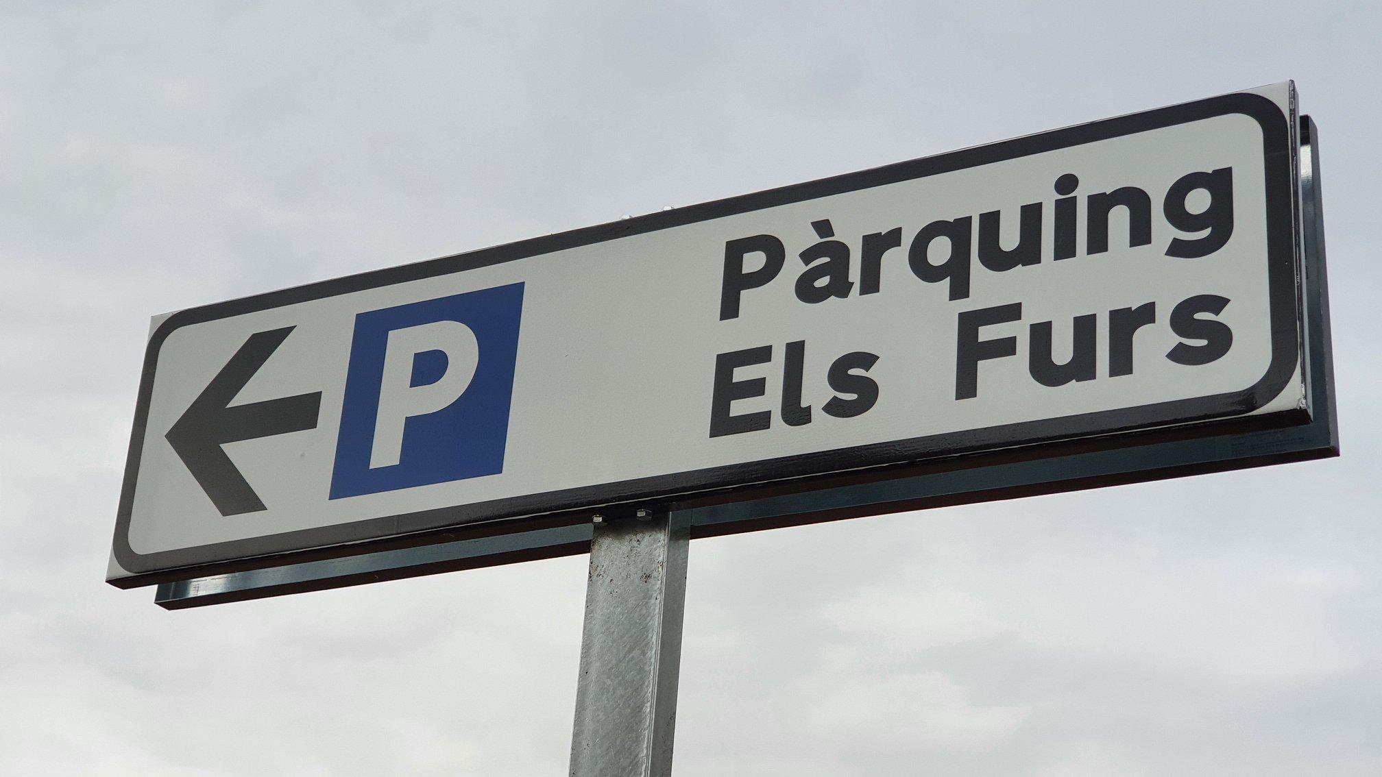 Obri el nou aparcament Els Furs amb 61 places en el centre del nucli urbà