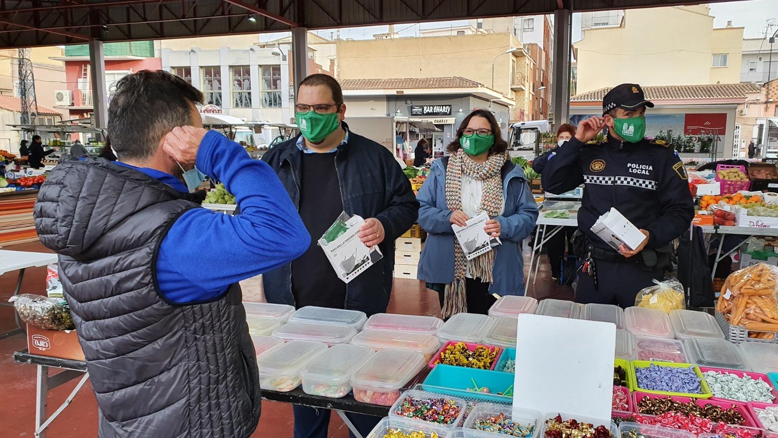 L'Ajuntament repartix 1.200 mascaretes entre el comerç local