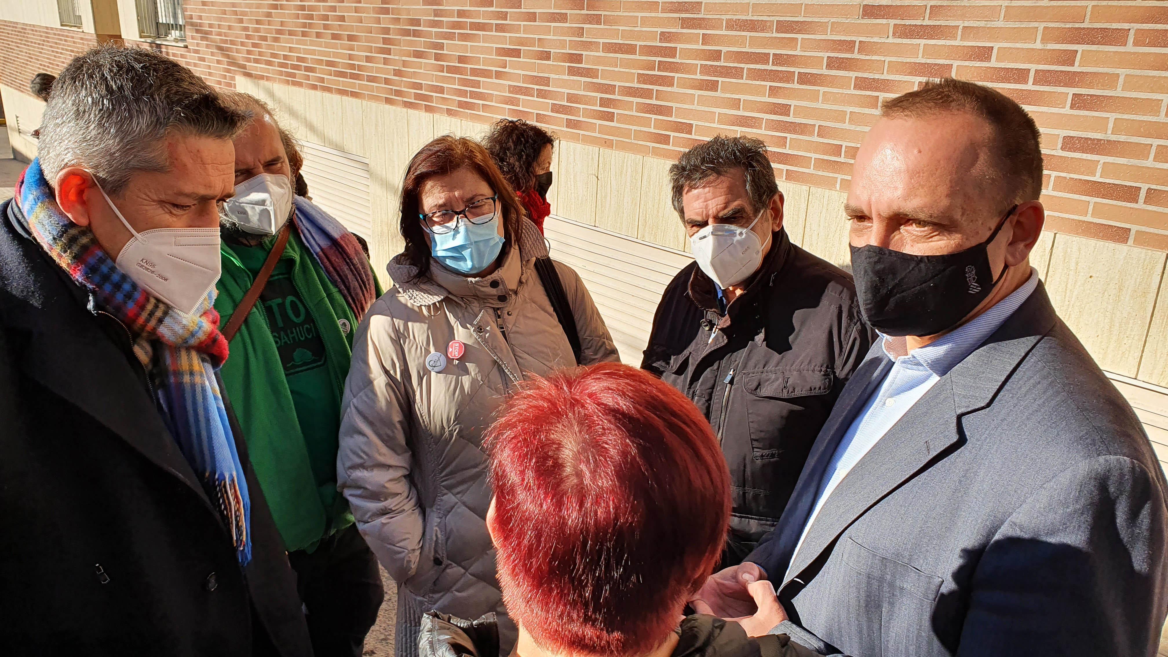 La Conselleria d'Habitatge i Divarian pacten paralitzar el desnonament d'un edifici a la Pobla de Vallbona